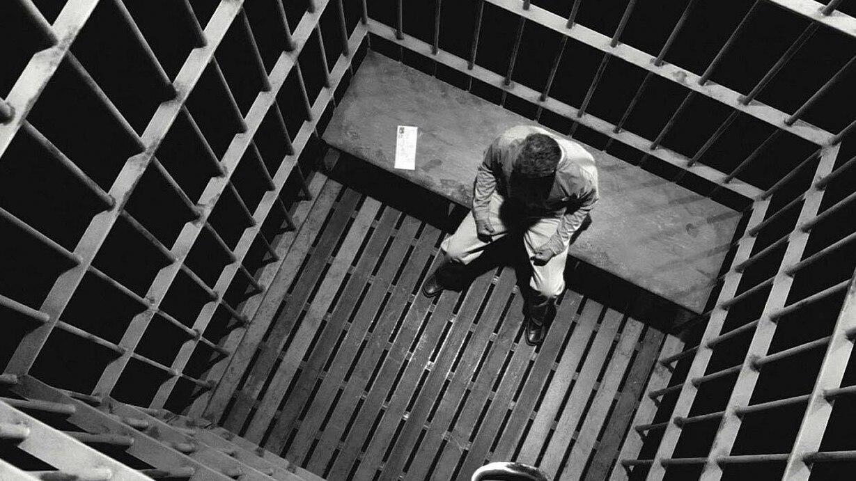 Жестокое обращение с заключённой в тюрьме